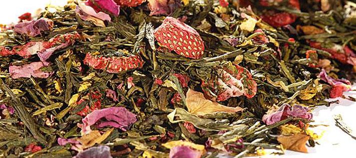 Bleiben Erdbeerstücke rot im grünen Tee Tiger Town?