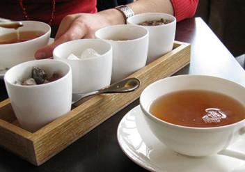 chinesisches sprichwort, tee-zitat, zucker im tee