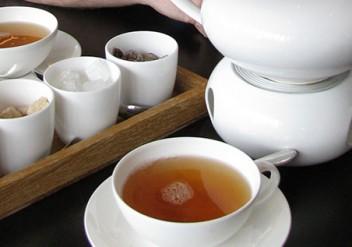 teemythos, Koffein in Tee, Teein, Wach mit Tee, Tee oder Kaffee