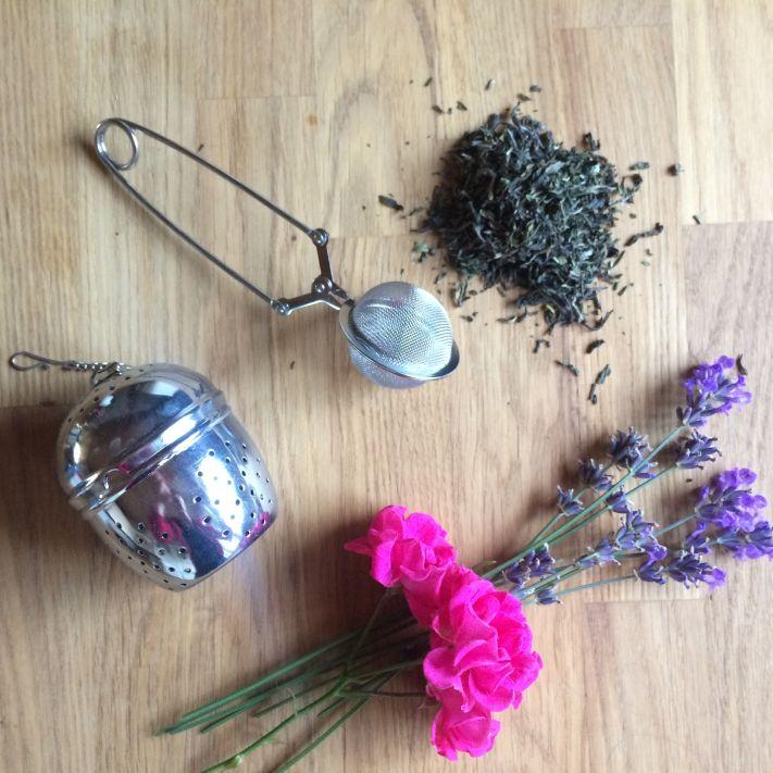 Tee-Eier, besonders ganz kleine, können wir nicht ruhigen Gewissens empfehlen. Hier hat Tee keinen Platz, um sich zu entfalten.