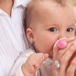 Tee für Babys: Tipps zu Teesorten, Dosierung und Zubereitung